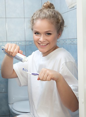 Free Teen Bathroom Porn Pictures